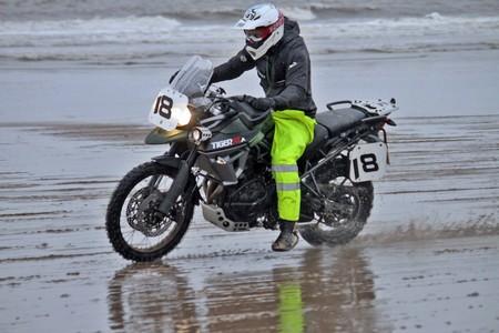 La enésima travesura de Guy Martin: cazado en las carreras de arena de Mablethorpe