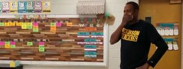 """El emotivo """"cumpleaños feliz"""" en lengua de signos de unos niños al conserje sordo de su escuela"""