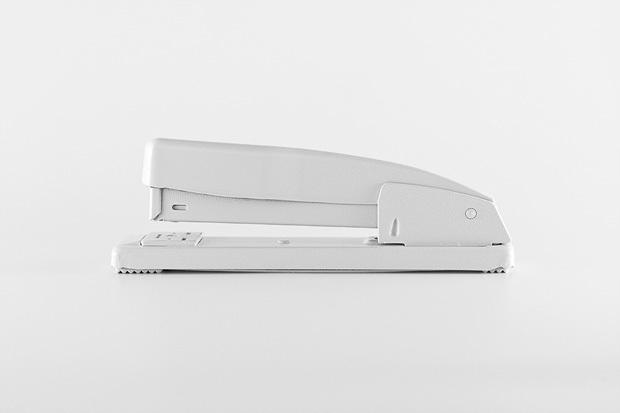 Foto de Brand Spirit, objetos cotidianos pintados de blanco (1/7)
