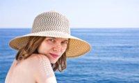 La importancia de usar sombrero al tomar el sol