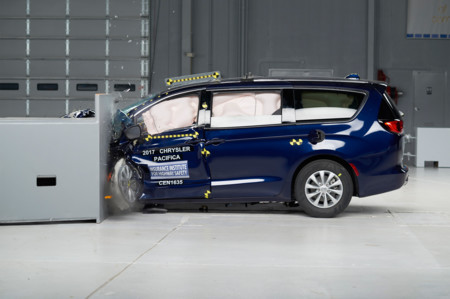 Chrysler Pacifica IIHS Crash Test