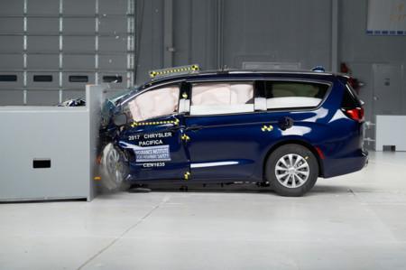 Chrysler Pacifica IIHS Crash Test