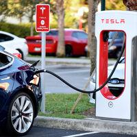 Tesla es declarada culpable de limitar la velocidad de carga de sus autos: deberá pagar 16,000 dólares a cada afectado