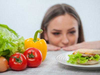 Dieta para perder peso ¿es normal sentir hambre?