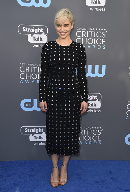 emilia clarke critics choice awards alfombra roja