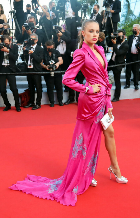Xenia Tchoumi alfombra roja cannes 2021