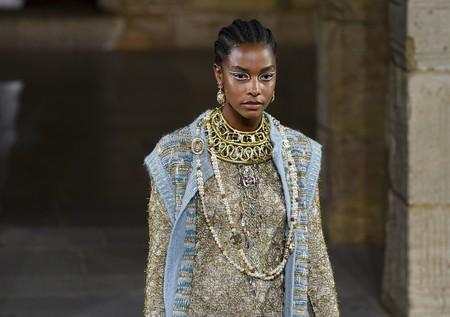 Chanel Pre-Fall 2019 se viene arriba con el Antiguo Egipto: así viste su Cleopatra noventera
