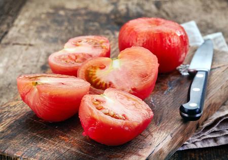 Cómo pelar, despepitar y preparar el tomate fácilmente para triunfar con tus recetas