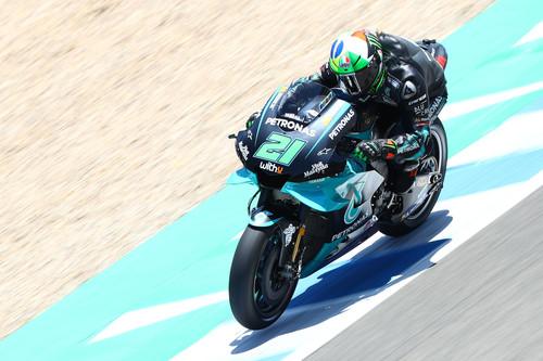 Franco Morbidelli sorprende en el primer día de MotoGP en Jerez y caídas para los dos hermanos Márquez