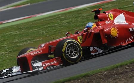 Fernando Alonso lucha con Mark Webber y los blandos de Pirelli