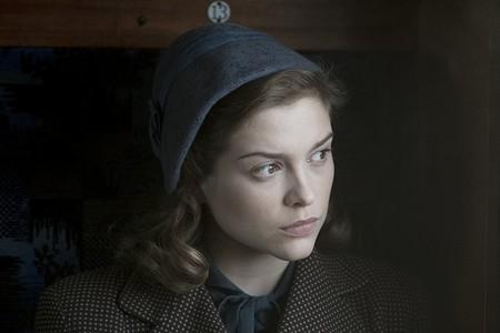 Sophie Cookson La Espia Roja