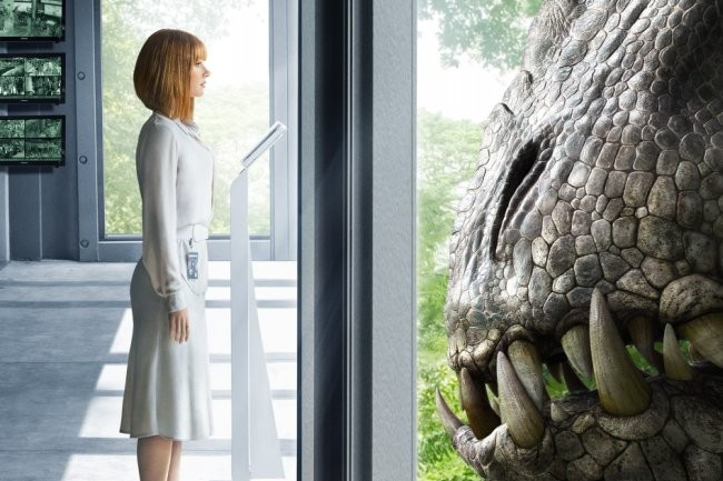 Bryce Dallas Howard encara a un nuevo dinosaurio de Jurassic World