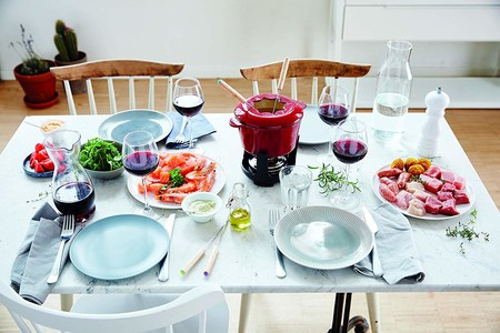 Fondue de carne, sorprende a tus invitados en la cena de Navidad (también con pescado o verduras)
