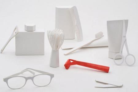 Una maquinilla de afeitar desechable hecha completamente de papel
