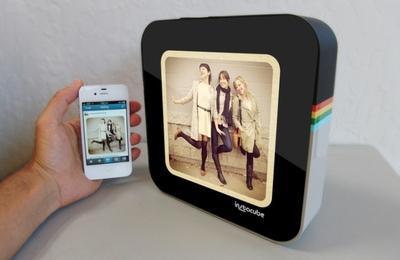 Instacube, el marco de fotos digital que muestra en tiempo real nuestras fotografías de Instagram