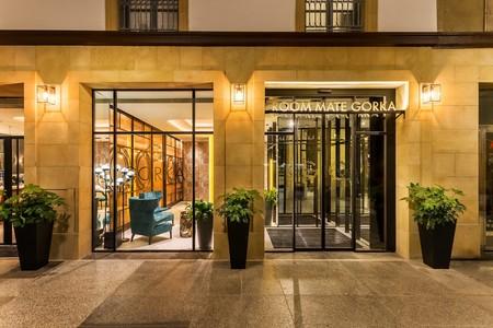 Clásico contemporáneo y lleno de contrastes, así es el nuevo Room Mate Gorka en San Sebastián