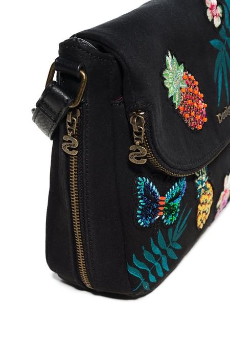 En las rebajas de Desigual tienes este bolso bandolera por 24,98 euros y envío gratis