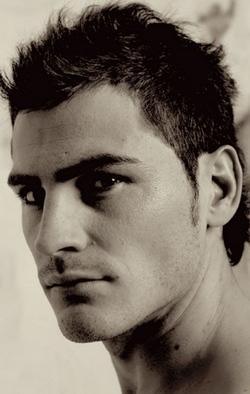 Iker Casillas presta su imagen para un calendario solidario