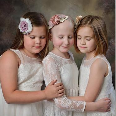 Cinco años después, tres niñas y un niño vuelven a recrear la foto viral que representa su lucha y victoria contra el cáncer