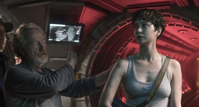 Ridley Scott y Katherine Waterston en el rodaje de Alien Covenant