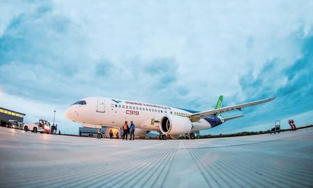 El primer avión de pasajeros 'Made in China' realiza su primer vuelo de prueba