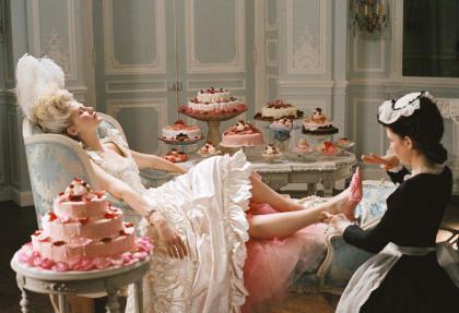 Pasteles y zapatos en Versailles