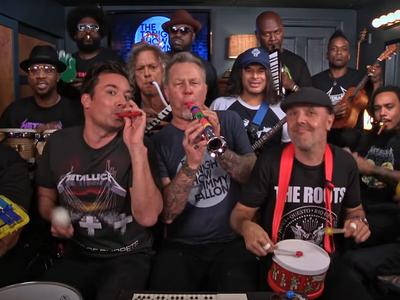 Metallica tocando con instrumentos de juguete es lo mejor que han hecho en los últimos veinte años