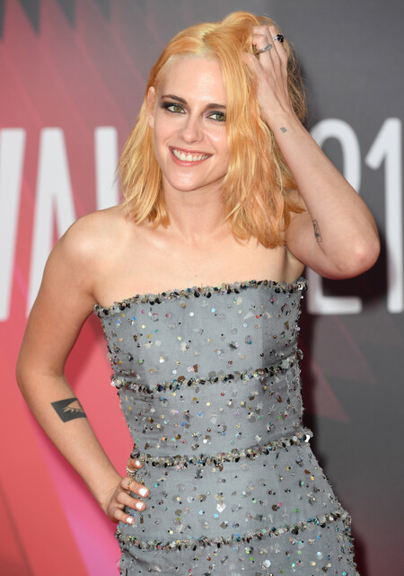 Kristen Stewart luce así de espectacular en la alfombra roja de la premiere de 'Spencer' en Londres