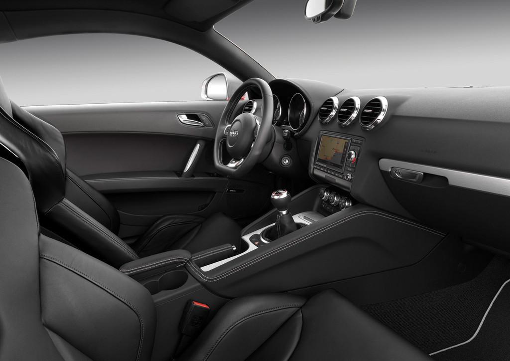 Foto de Audi TTS (32/40)