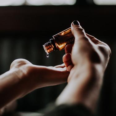 Así es el Ylang-Ylang, el aceite esencial más de moda que forma parte de numerosos cosméticos y perfumes: beneficios, propiedades y contraindicaciones