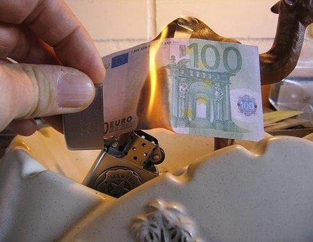 Instan a Grecia a abandonar el Euro, ¿Se acerca el fin de la UE?