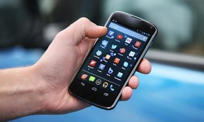 Consejos si tu móvil cae al agua, ¿qué opciones hay?