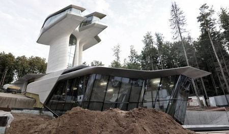 Casas de famosos: Naomi Campbell y su nueva mansión futurista