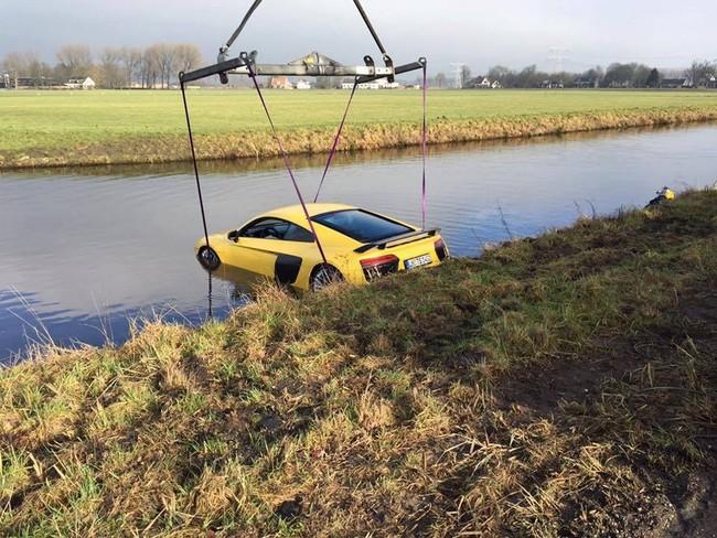 ¿Cuál es la mejor manera de bañar 610 caballos de una vez? Hunde tu Audi R8 V10 Plus en un río