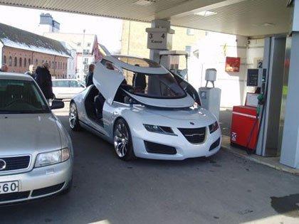 El Saab Aero X cazado en una gasolinera