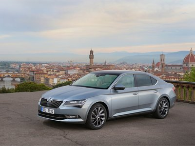 El Škoda Superb híbrido enchufable confirmado para 2019