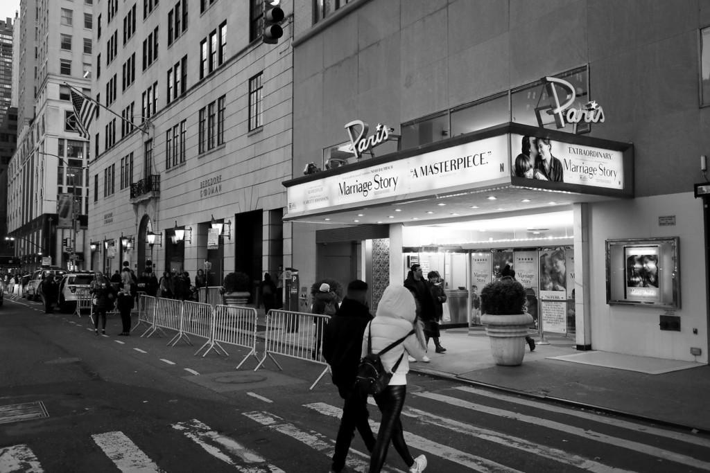 Camino a la inversa: Netflix toma el control de un icónico cine de Nueva York para proyectar sus películas