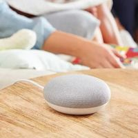 Google Nest Mini vs Google Home Mini: así es la evolución del mini-altavoz inteligente