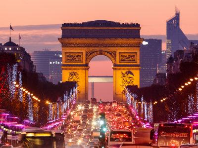 Los Campos Elíseos y otros planes por los que París enamora en Navidad