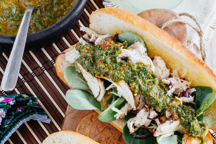 Bocadillos de pollo con chimichurri: receta fácil