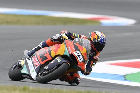 Raúl Fernández bate a Remy Gardner en Assen para conseguir su cuarta pole position en Moto2