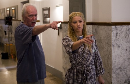 John Carpenter con Amber Heard