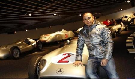 Lewis Hamilton aparece oficialmente como piloto de Mercedes AMG