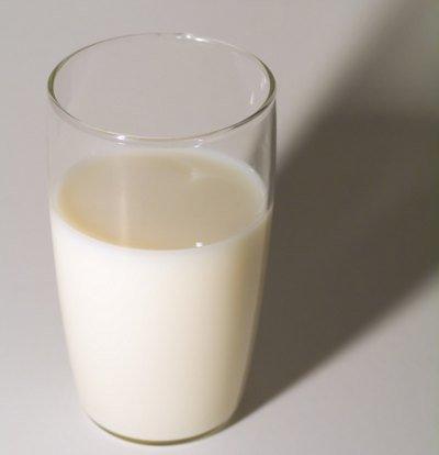 Análisis nutricional de un vaso de leche