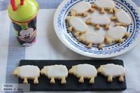 Rebaño de ovejas de galleta y cobertura de queso. Receta para hacer con niños