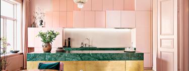 Puertas abiertas: un piso en Oslo con una impresionante cocina rosa, dorada y verde
