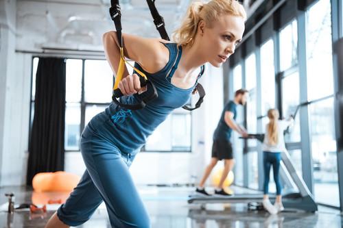 Entrenamiento de glúteos con el TRX: cinco ejercicios para darles forma y volumen
