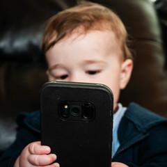 bebe-usando-un-smartphone-1