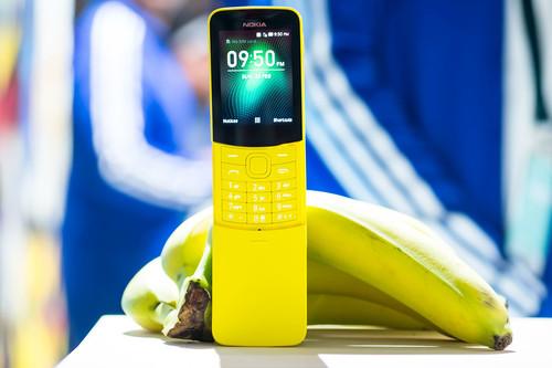 """Nokia 8110 4G, toma de contacto: el soplo de aire fresco a la estética que da el factor forma más """"remember"""""""