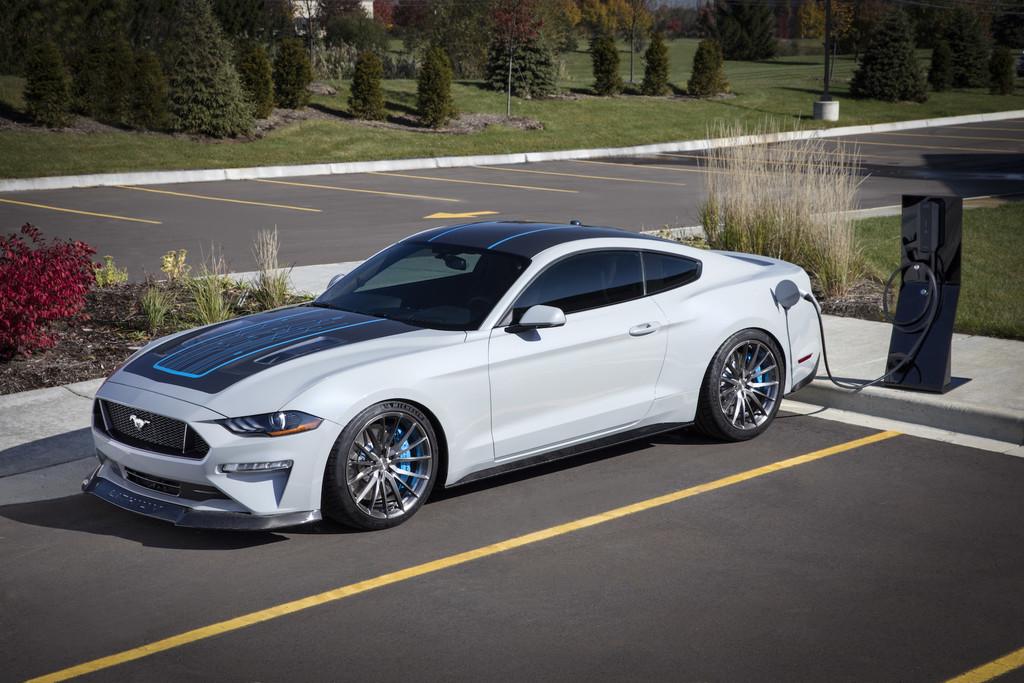 Mustang Lithium: más que un coche eléctrico, Ford creó una verdadera bestia electrificada con transmisión manual y 900 CV